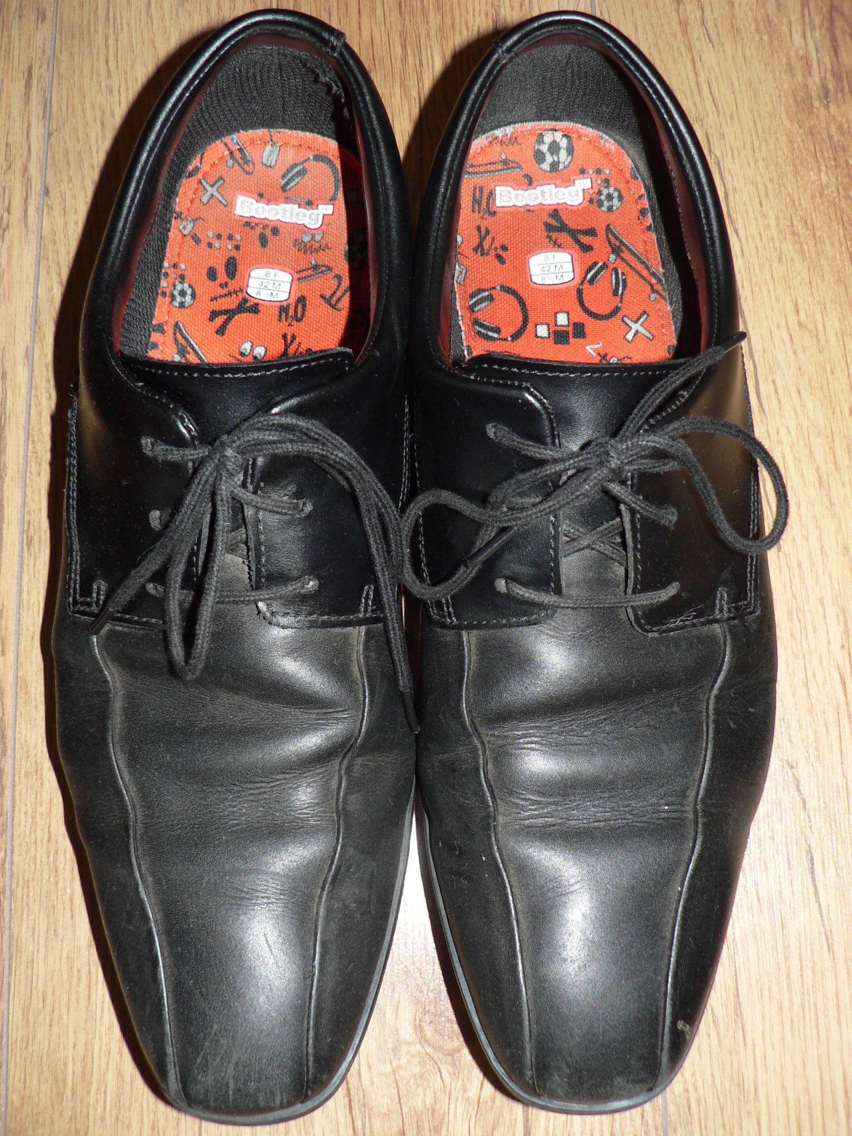 File:Clarks Willis Lad School Shoes (2