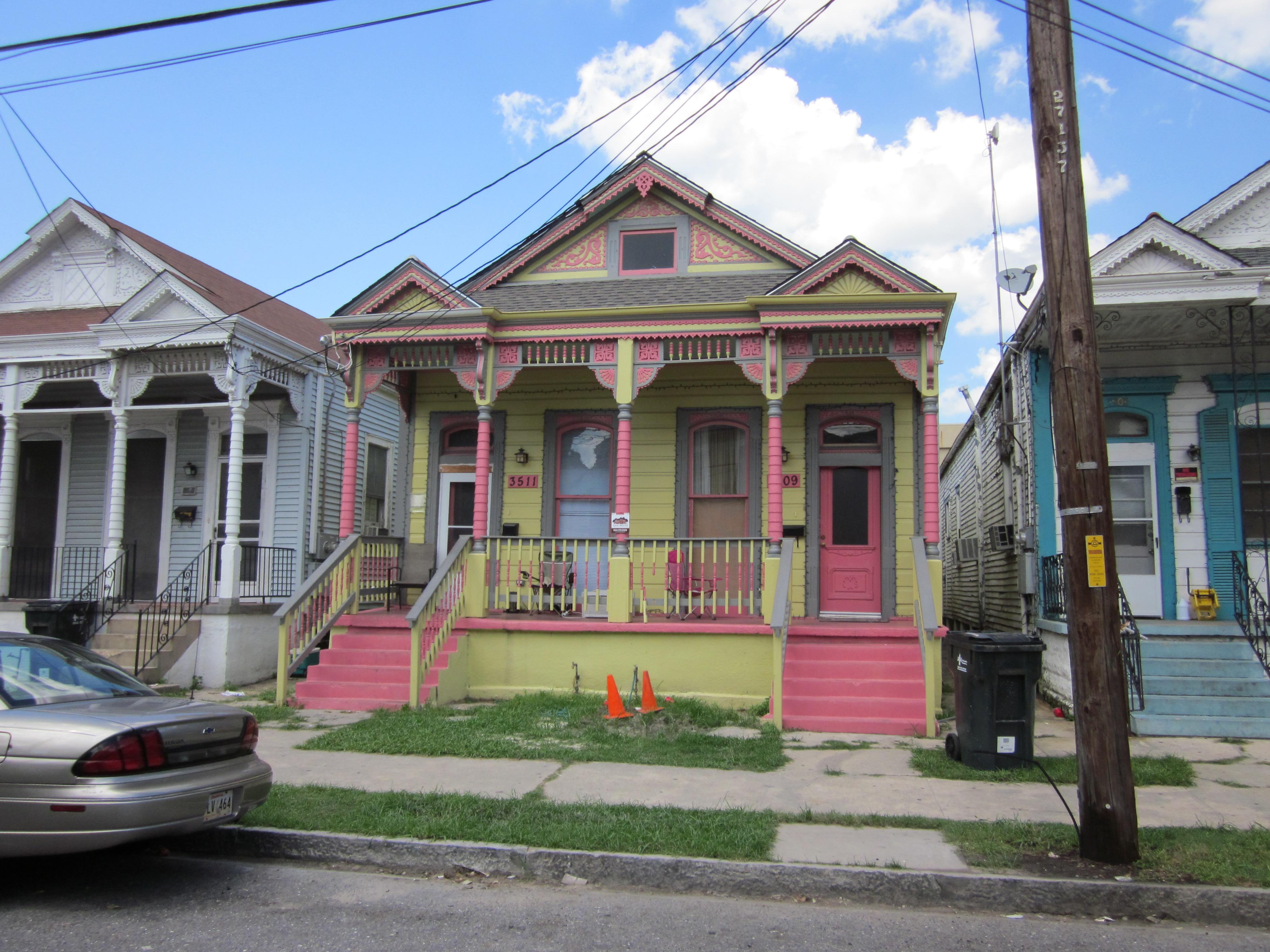 File:Cleveland Av Happy House Cones.JPG