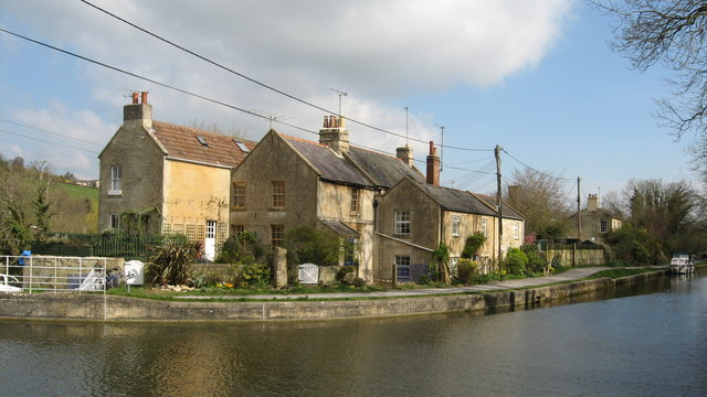Cottages on the canal at Avoncliff - geograph.org.uk - 1227342