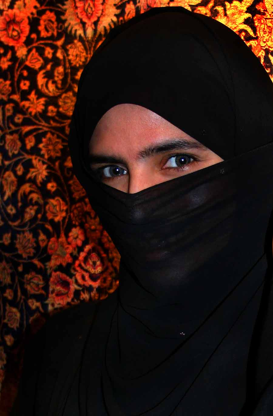 A woman wearing a niqab in the United Arab Emirates 9de3977cd7