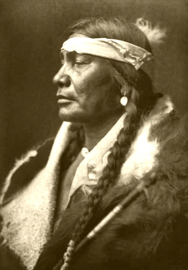アシニボイン族の男性/Wikipediaより引用