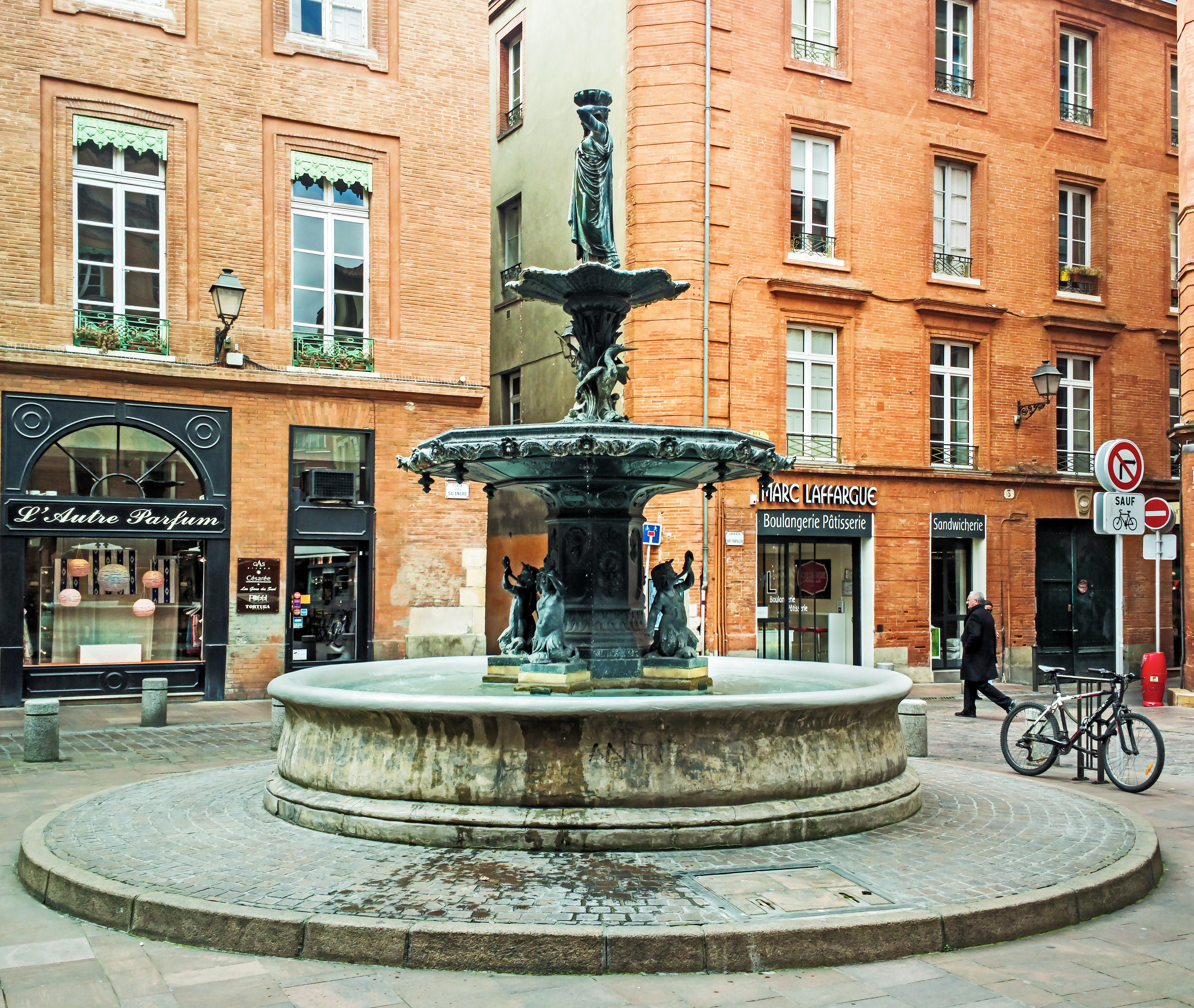 Fichier:Fontaine place Salengro Toulouse.jpg — Wikipédia