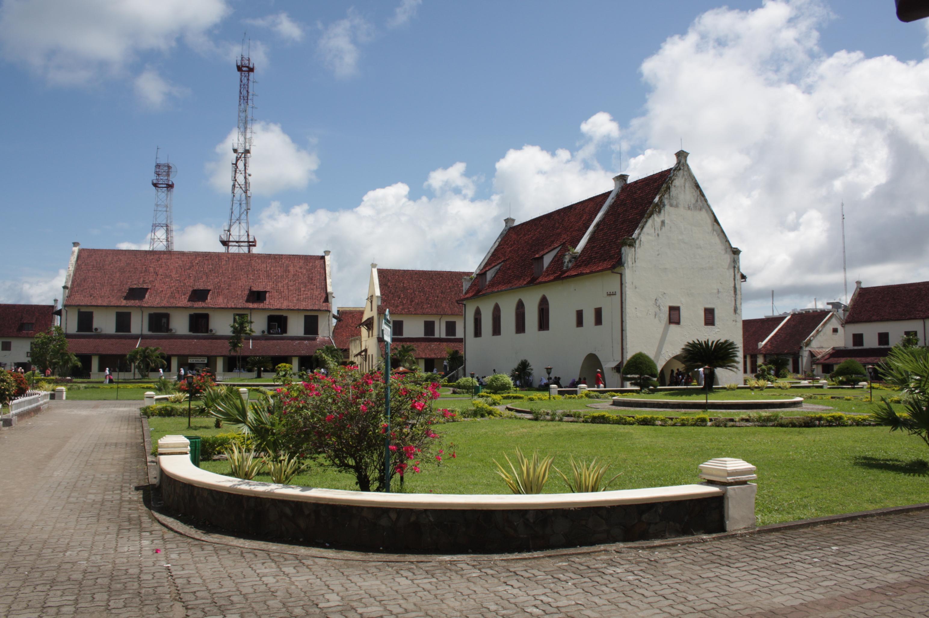 Hasil gambar untuk 4. Fort Rotterdam
