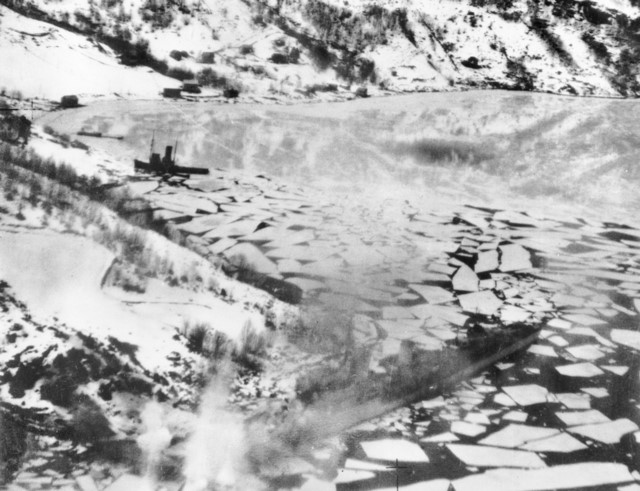 On this day in history - Page 5 German_destroyer_Z33_in_Forde_Fjord_9_Feb_1945