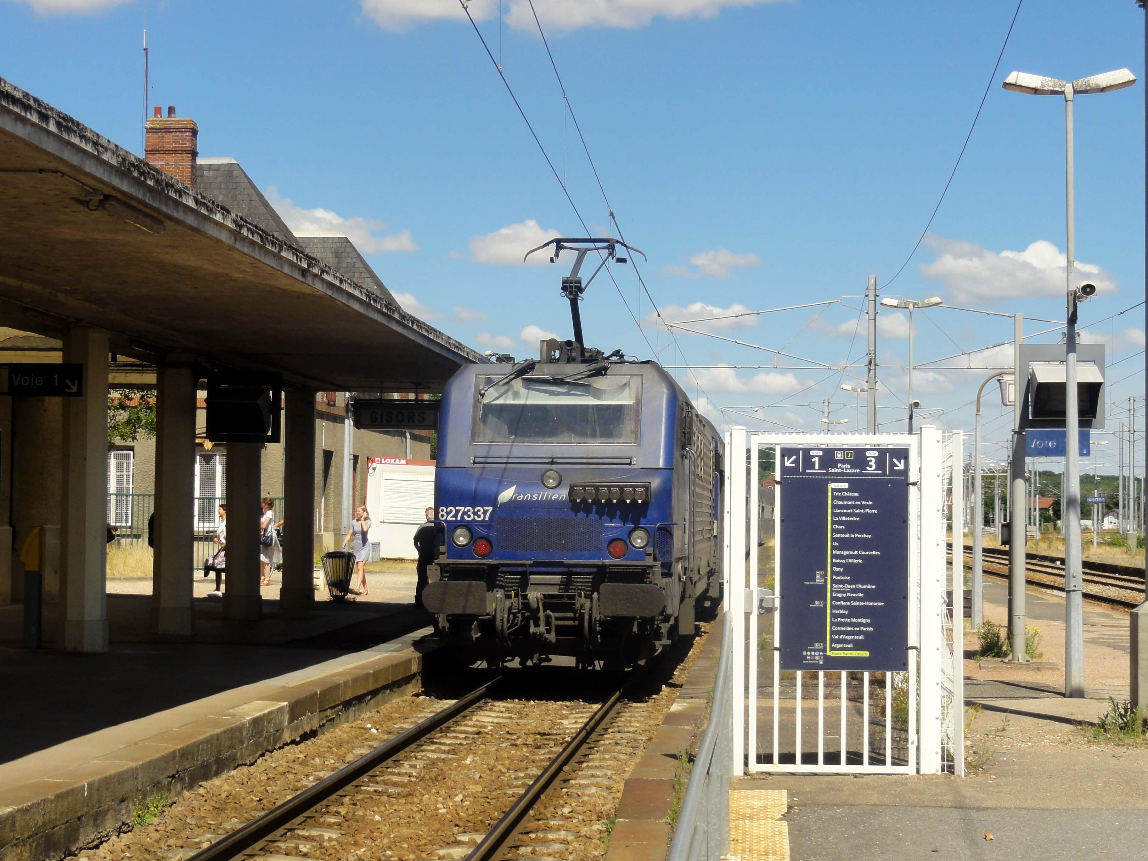file gisors 27 gare sncf train de la ligne h du transilien pour paris au d. Black Bedroom Furniture Sets. Home Design Ideas