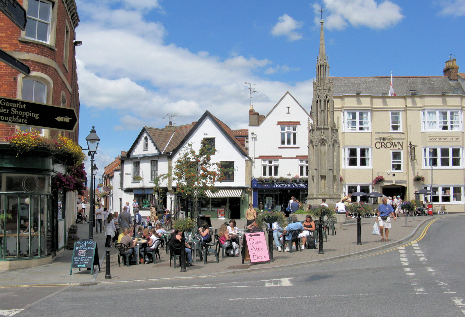 File glastonbury town centre wikimedia commons for Village town
