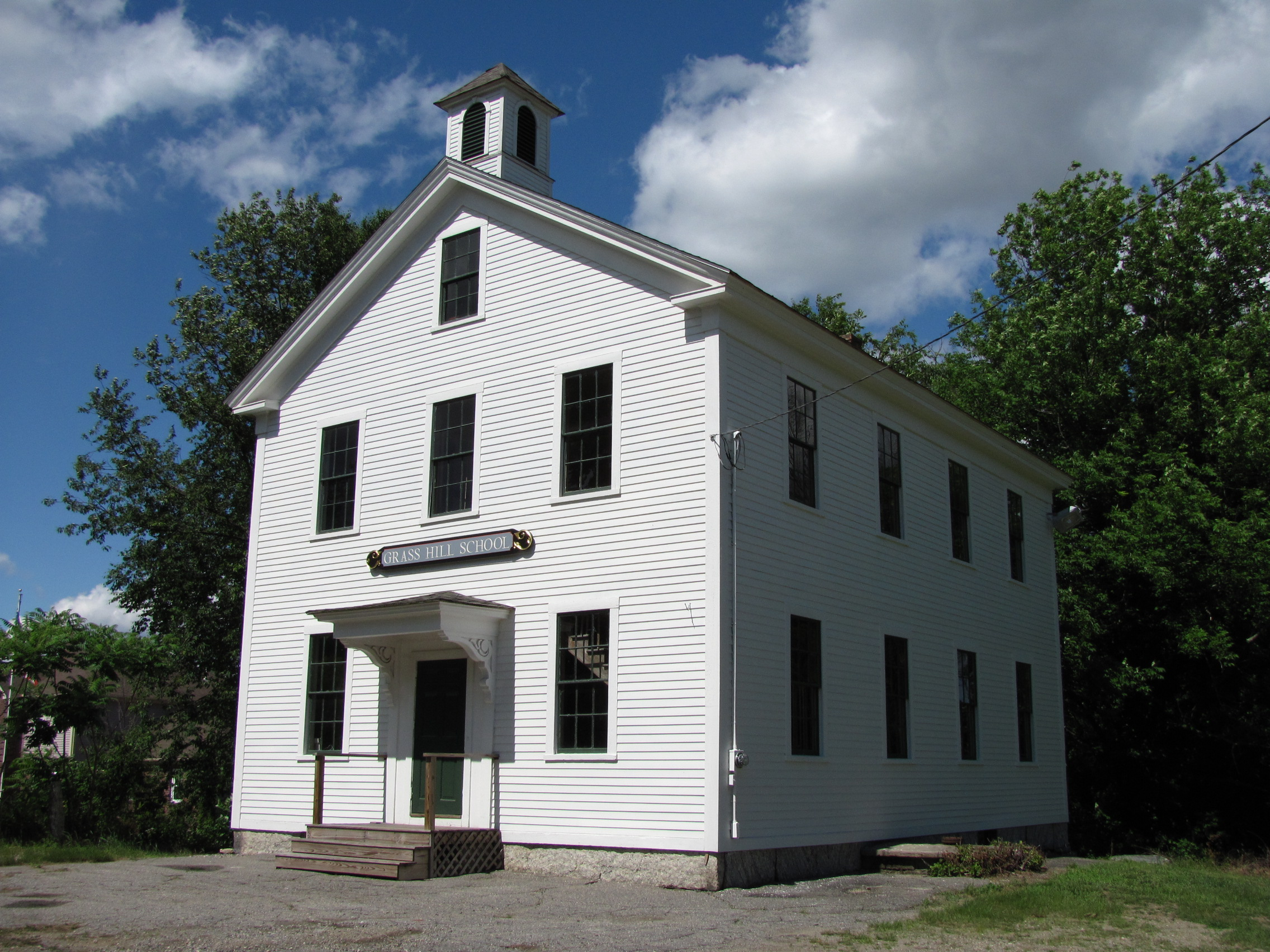 File:Grass Hill School, West Millbury MA.jpg
