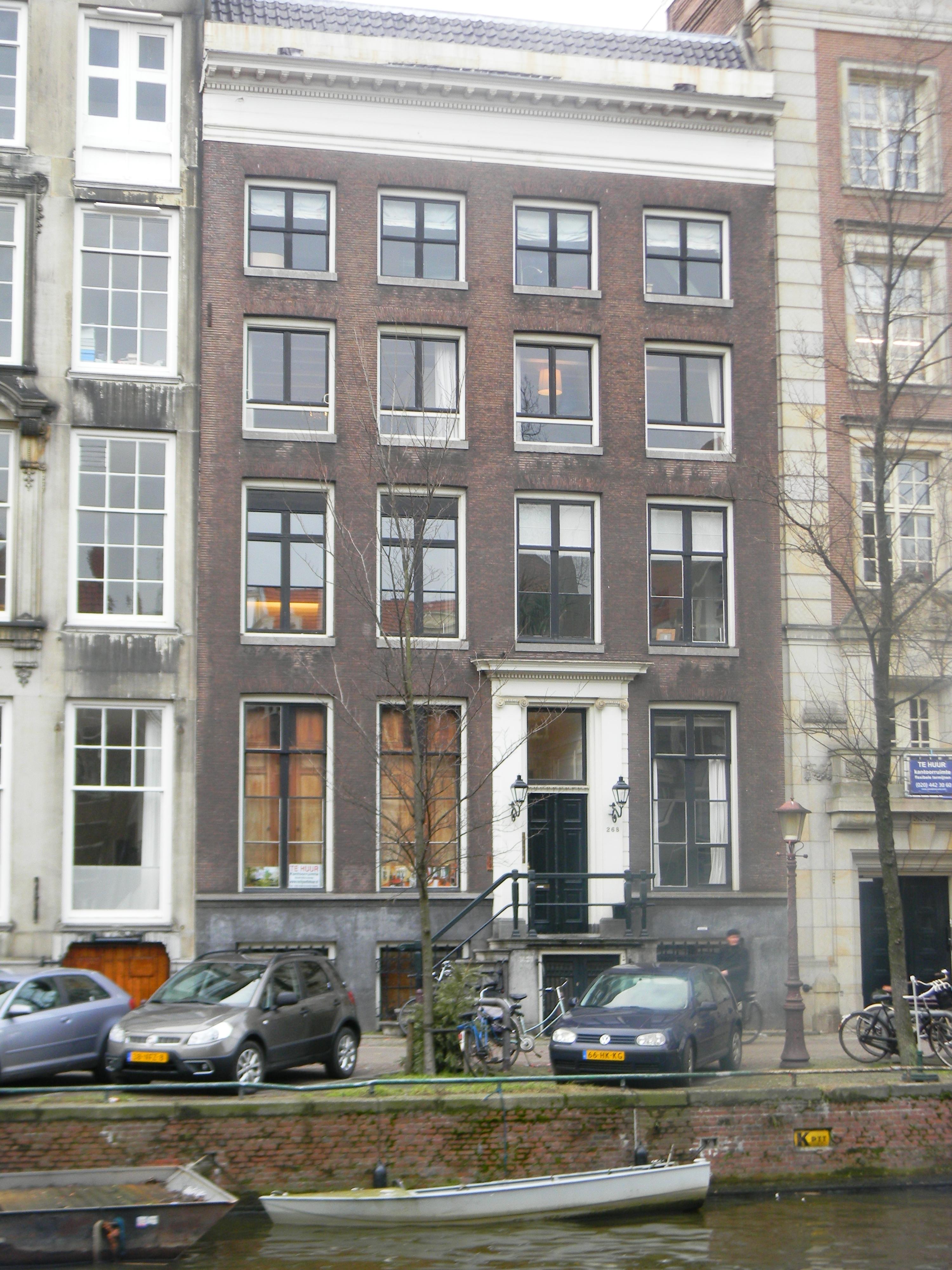 Pand met vierraamsgevel onder lijst met empire deurpartij for Herengracht amsterdam