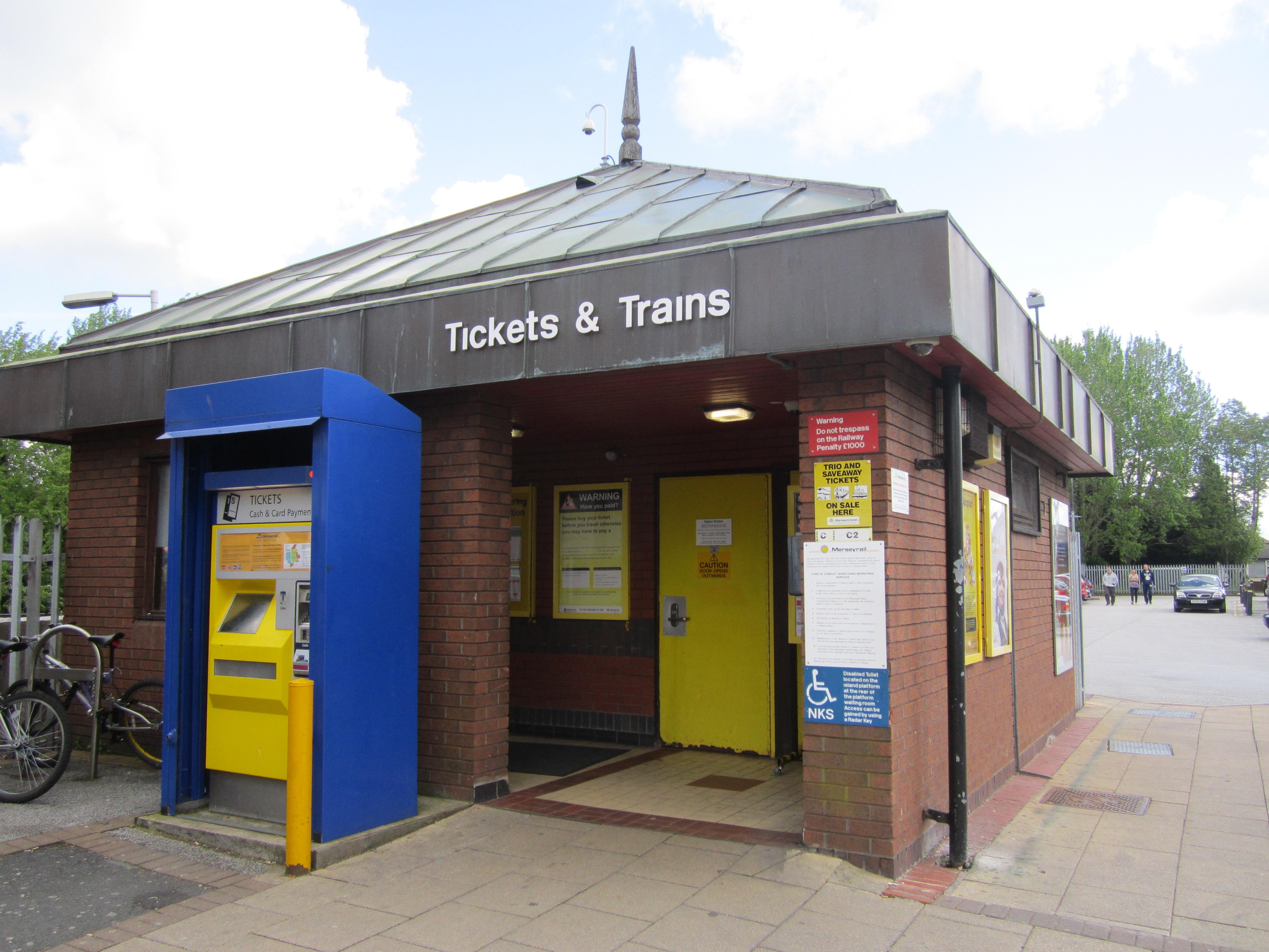 File:Hunt's Cross railway station (4) JPG - Wikimedia Commons