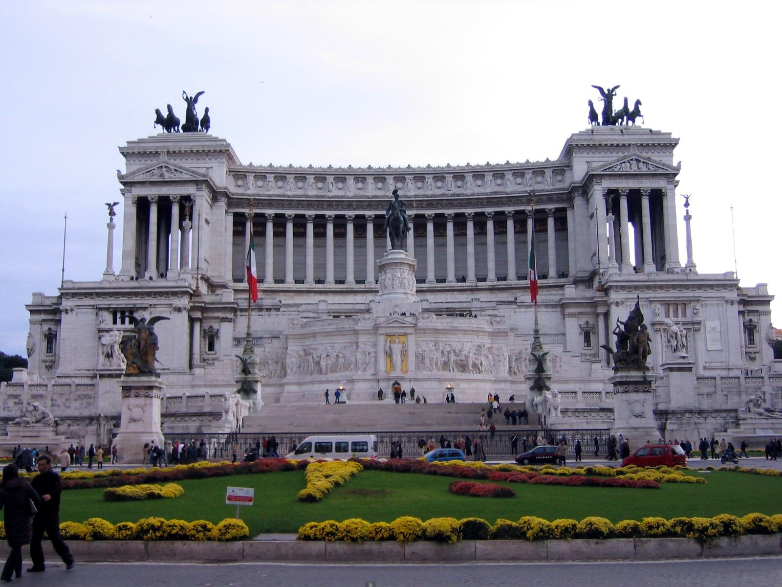 File il vittoriano 2 14 wikimedia commons for Il parlamento italiano wikipedia