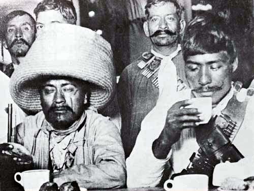 Fotos antiguas - Página 6 Jefes_Zapatistas_en_el_restaurante_Sanborns