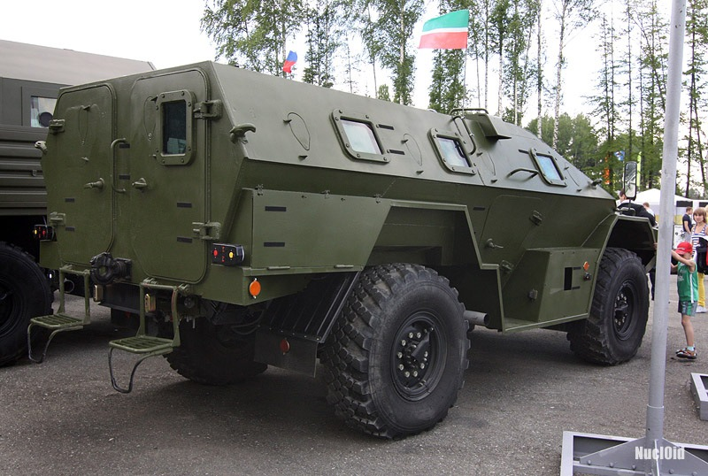 https://upload.wikimedia.org/wikipedia/commons/4/4c/KAMAZ-43269_Vystrel_%28BMP-97%29_REA-2009_rearrightview.jpg