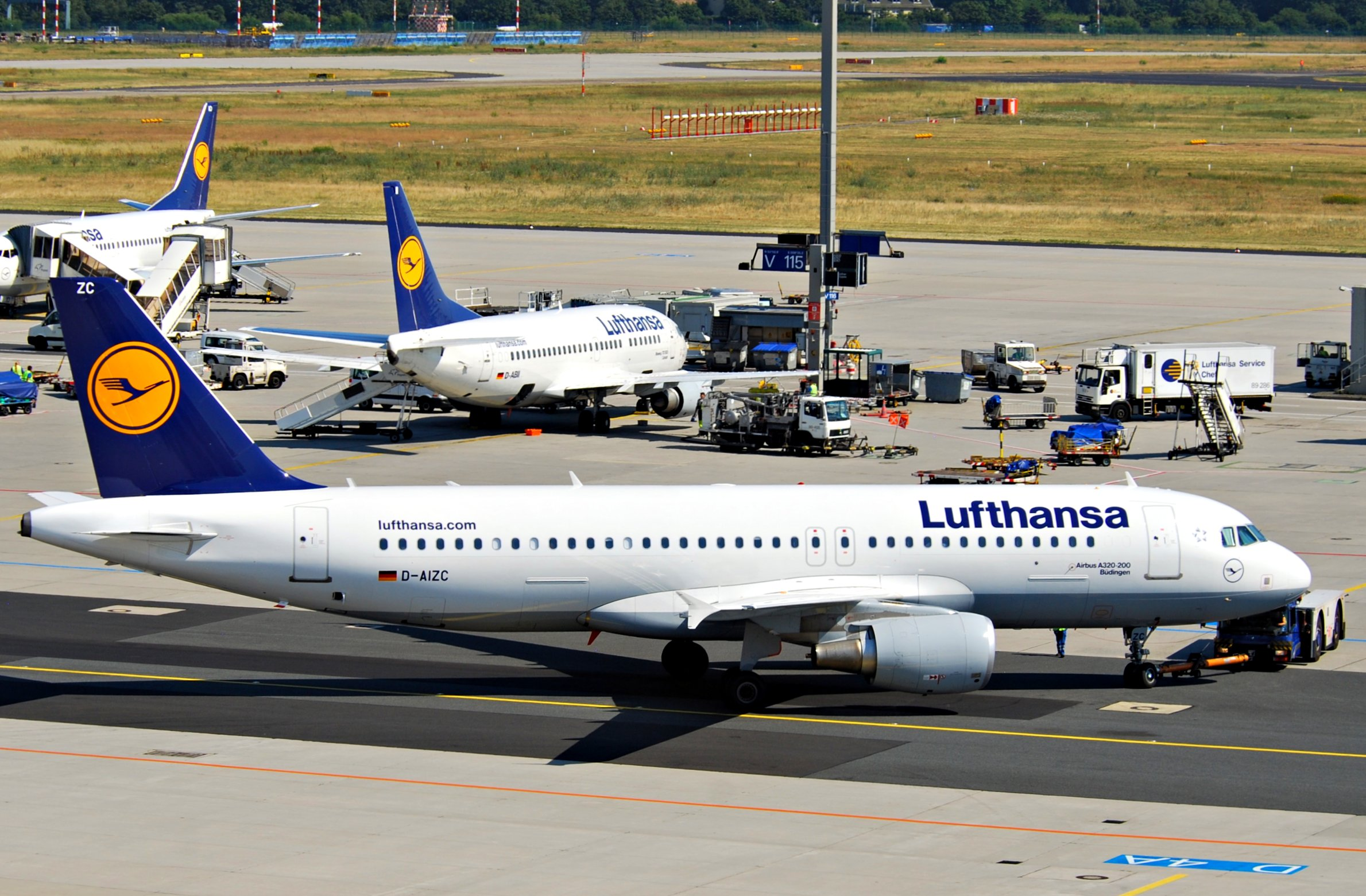 file lufthansa airbus a320 214 d aizc fra 580dn 4781557254 jpg wikimedia commons. Black Bedroom Furniture Sets. Home Design Ideas