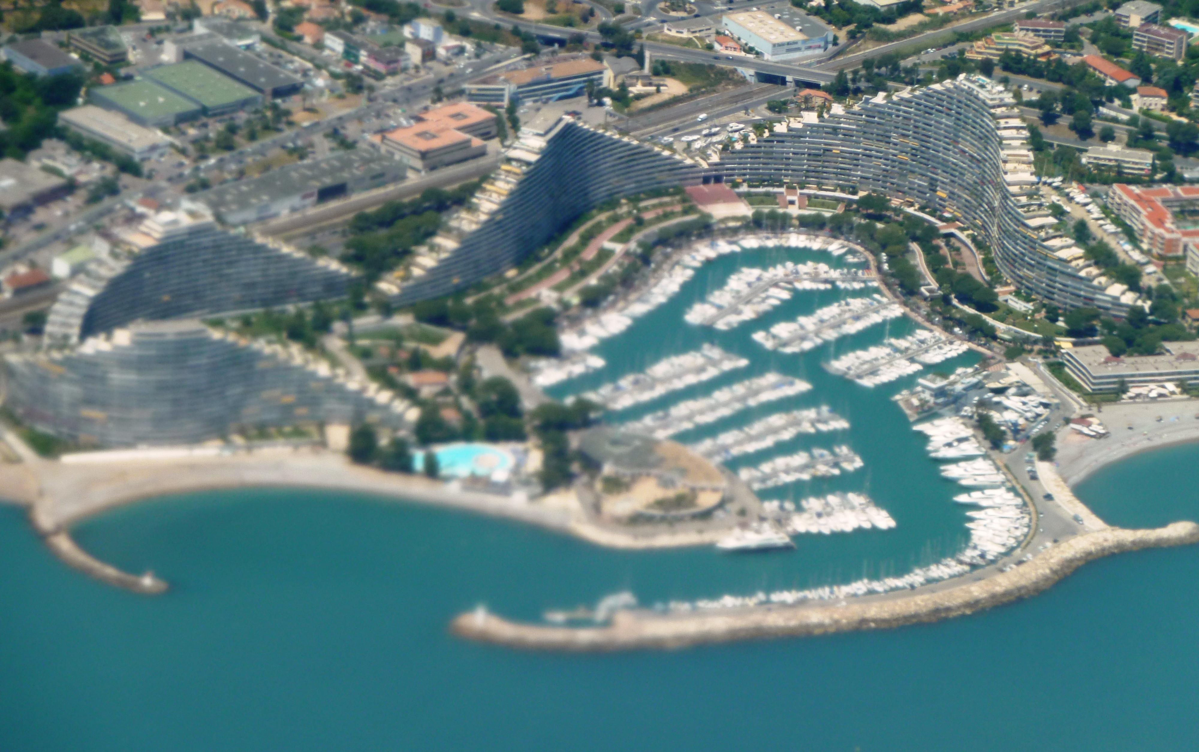File marina baie des anges vu de l air jpg for Piscine marina baie des anges