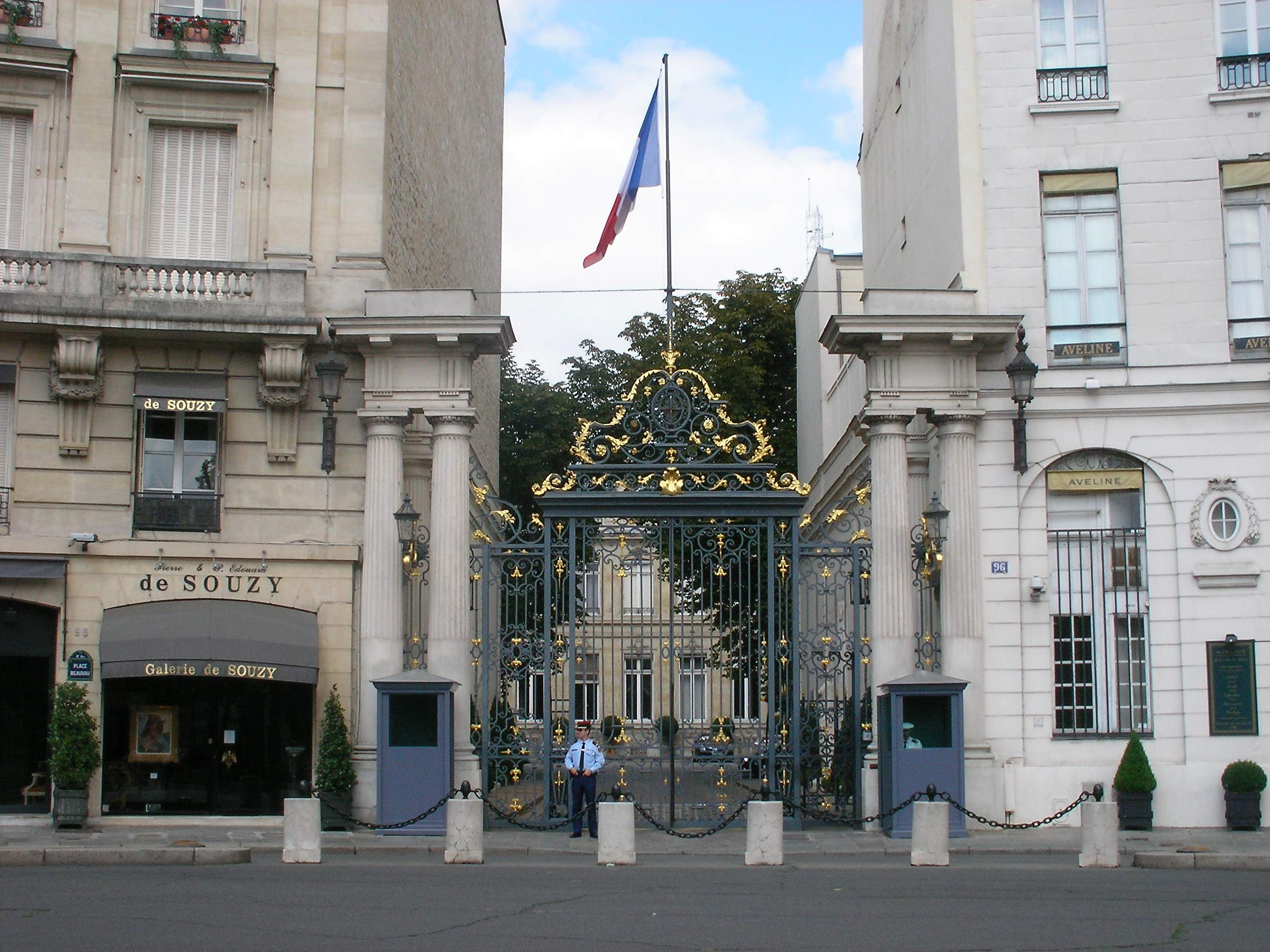 https://upload.wikimedia.org/wikipedia/commons/4/4c/Minist%C3%A8re_de_l%27Int%C3%A9rieur_%28Paris%29.jpg