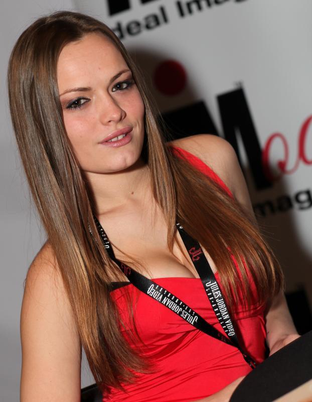 Rise Credit >> File:Monica Rise - AVN Expo & AVN Awards (8391922793).jpg ...