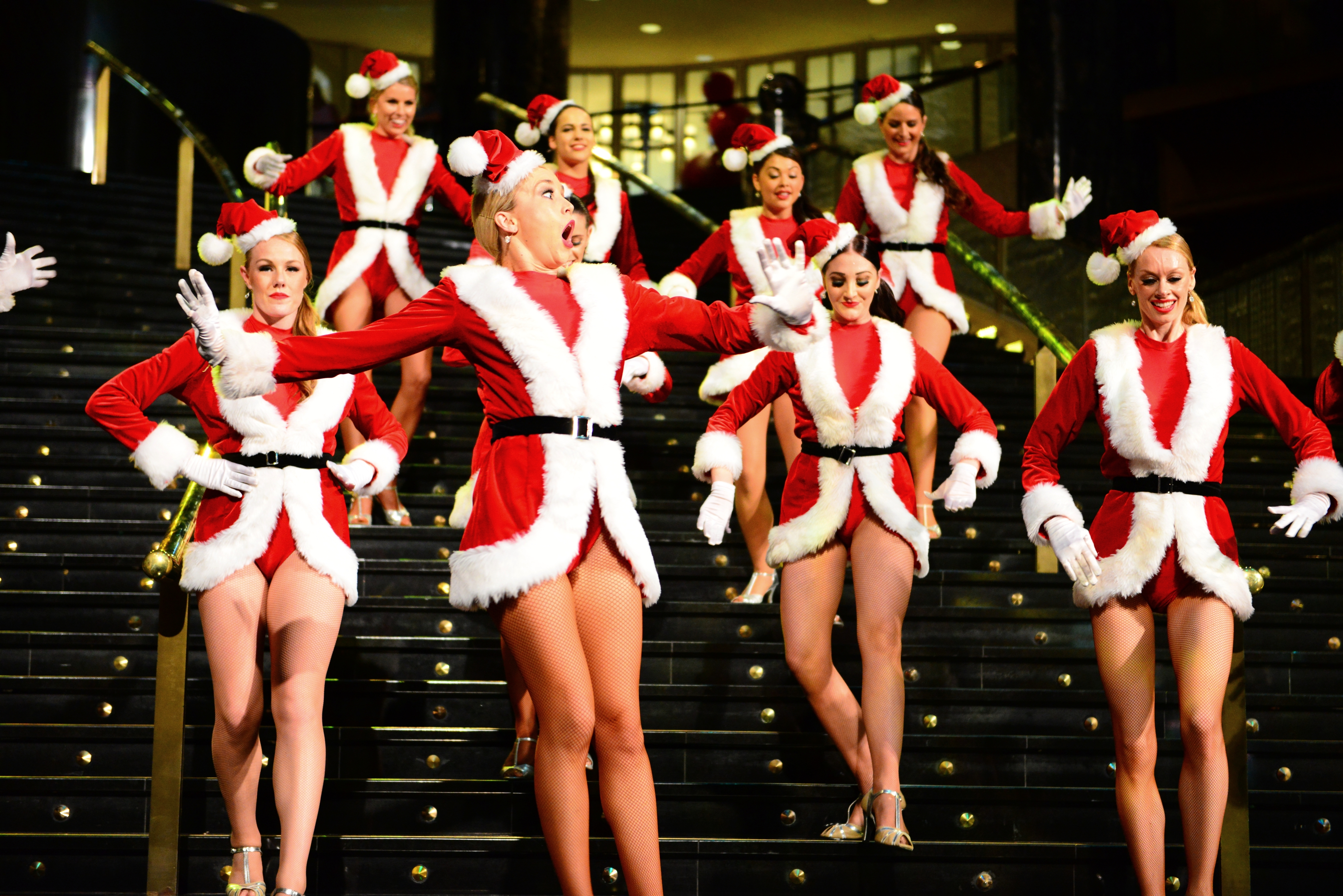 file more christmas belles at crown 11502292624 jpg wikimedia rh commons wikimedia org
