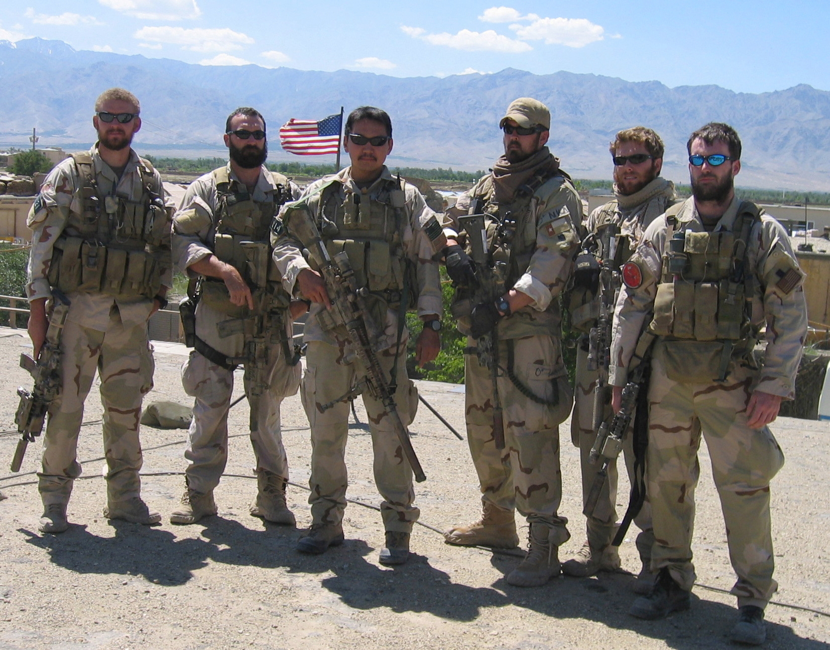 http://upload.wikimedia.org/wikipedia/commons/4/4c/Navy_SEALs_in_Afghanistan_prior_to_Red_Wing.jpg