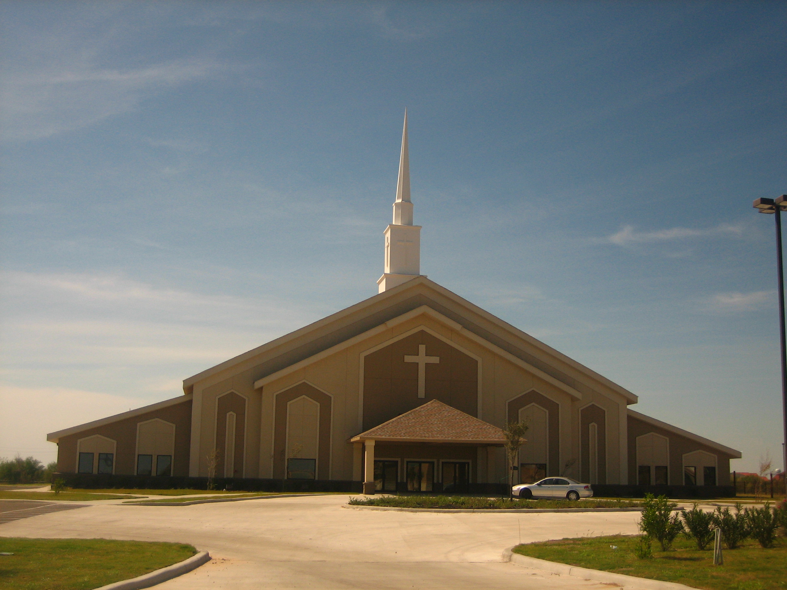 File:New sanctuary of First Baptist Church of Laredo, TX IMG 1833.JPG ...