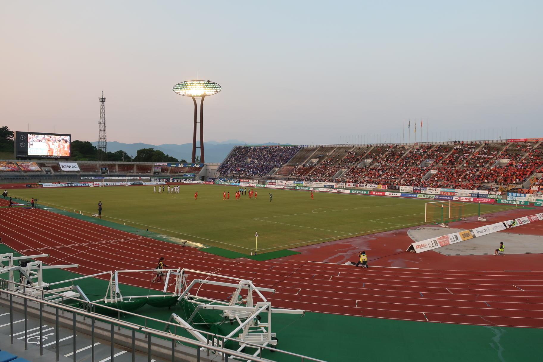 愛媛県総合運動公園陸上競技場 - Wikipedia