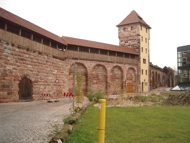 File:Nuremberg city wall north part east maxtor inner f w.jpg