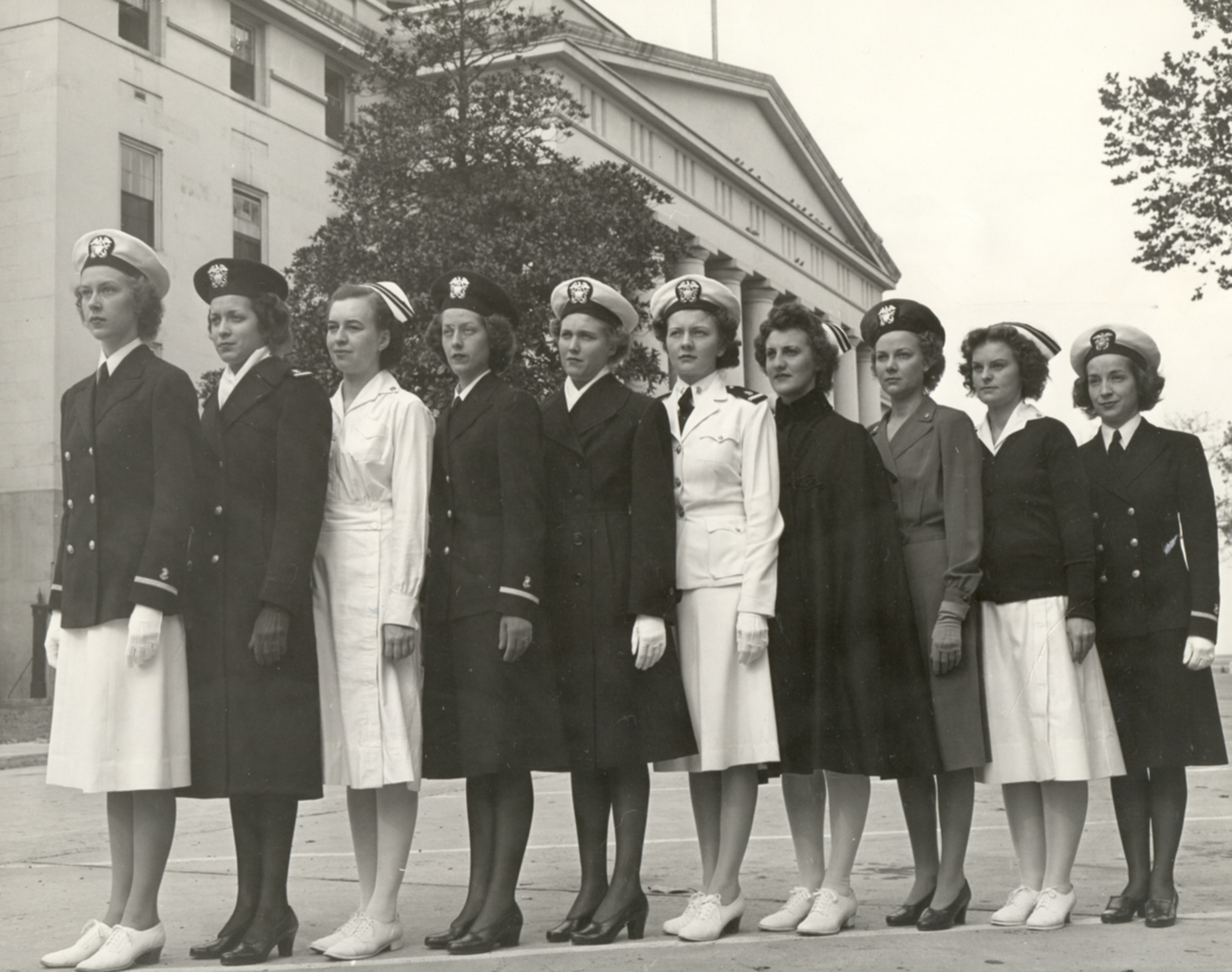 Http Commons Wikimedia Org Wiki File Nurses In The 1940s Jpg