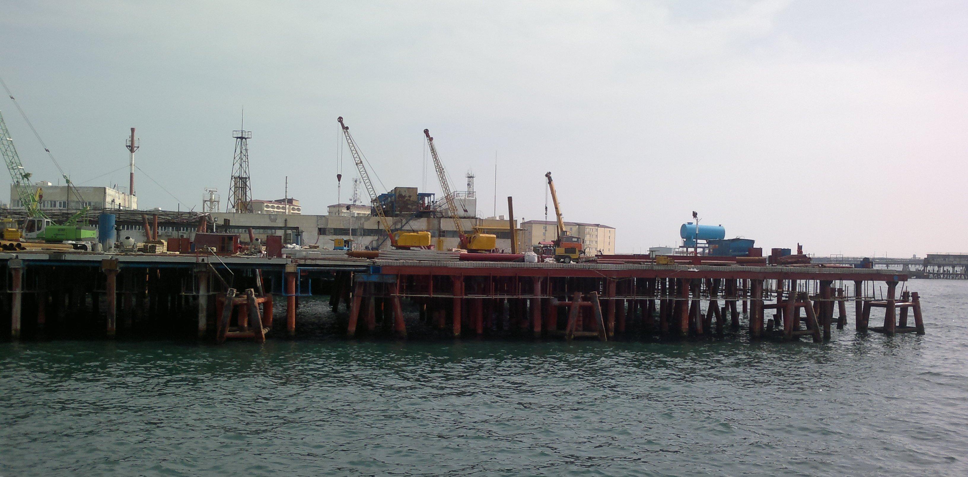 Oil Rocks docks.jpg
