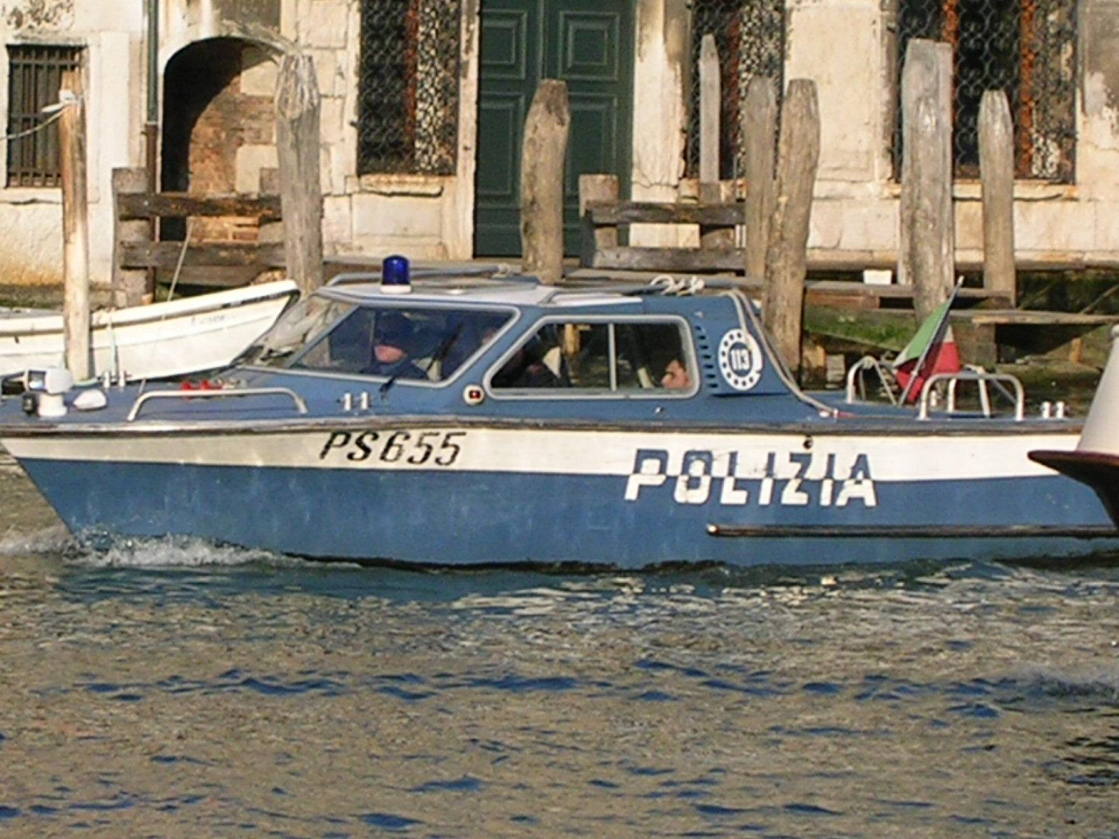 File polizia di wikipedia for Polizia di stato soggiorno