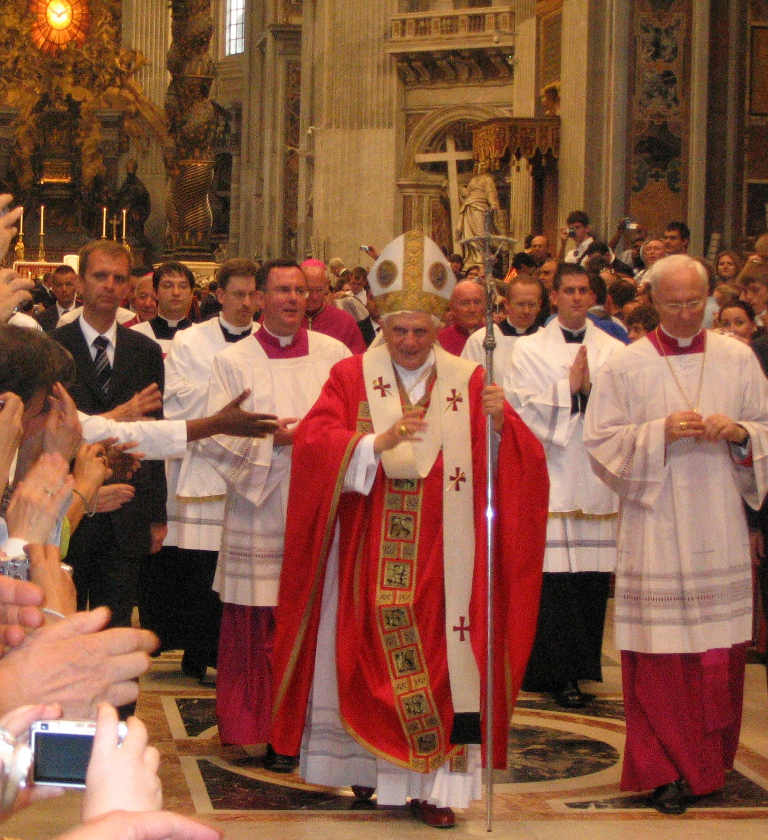 http://upload.wikimedia.org/wikipedia/commons/4/4c/Pope_Benedictus_XVI_blessing_after_messe.jpg