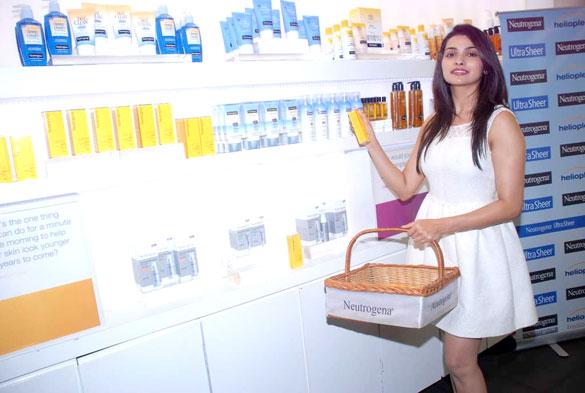 Prachi Desai at Launch of Neutrogena's products (3)