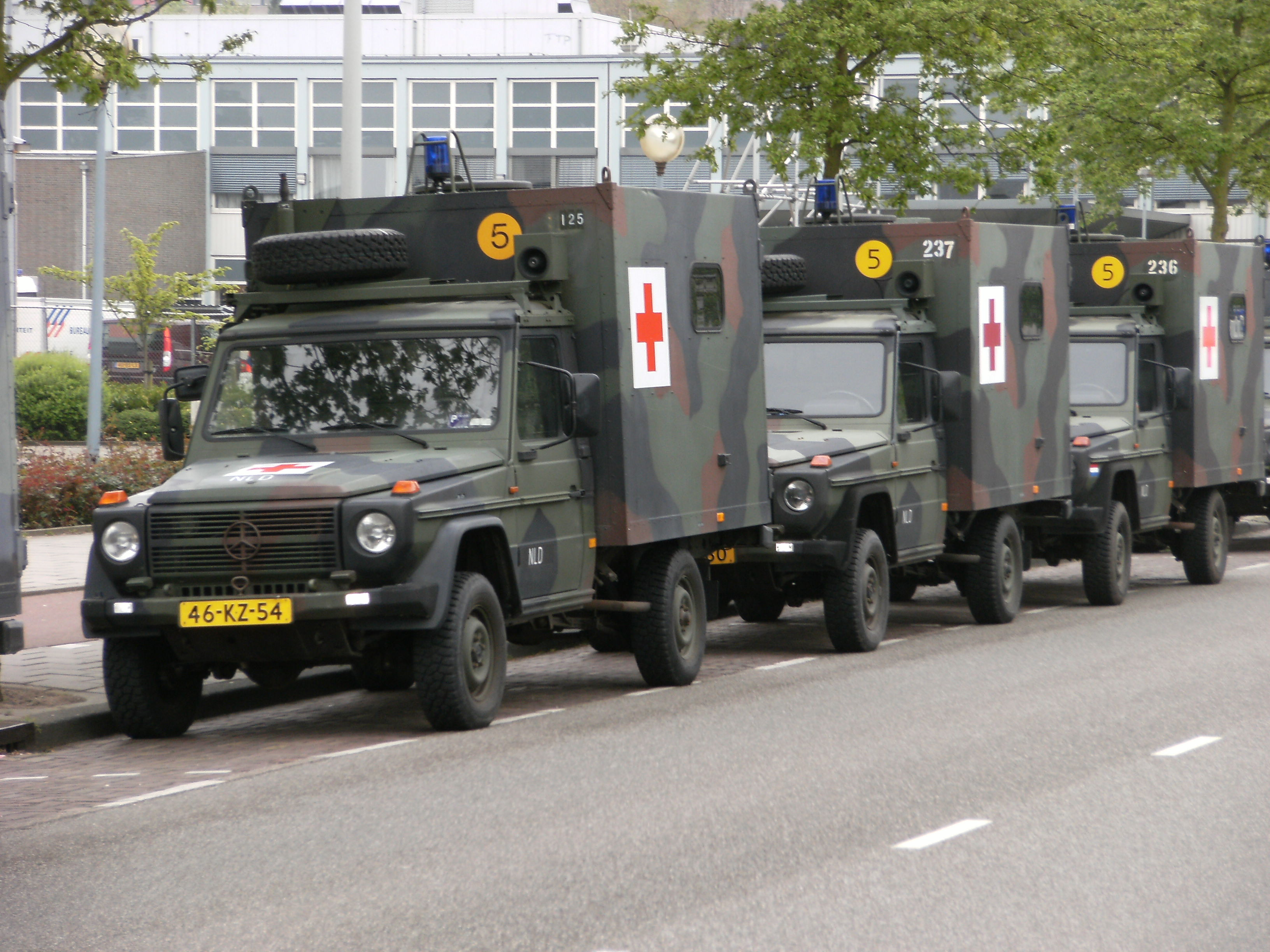 File:Red Cross Vehicles 2.JPG - Wikimedia Commons