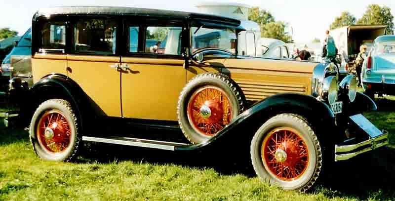 Roosevelt_4-Door_Sedan_1929.jpg
