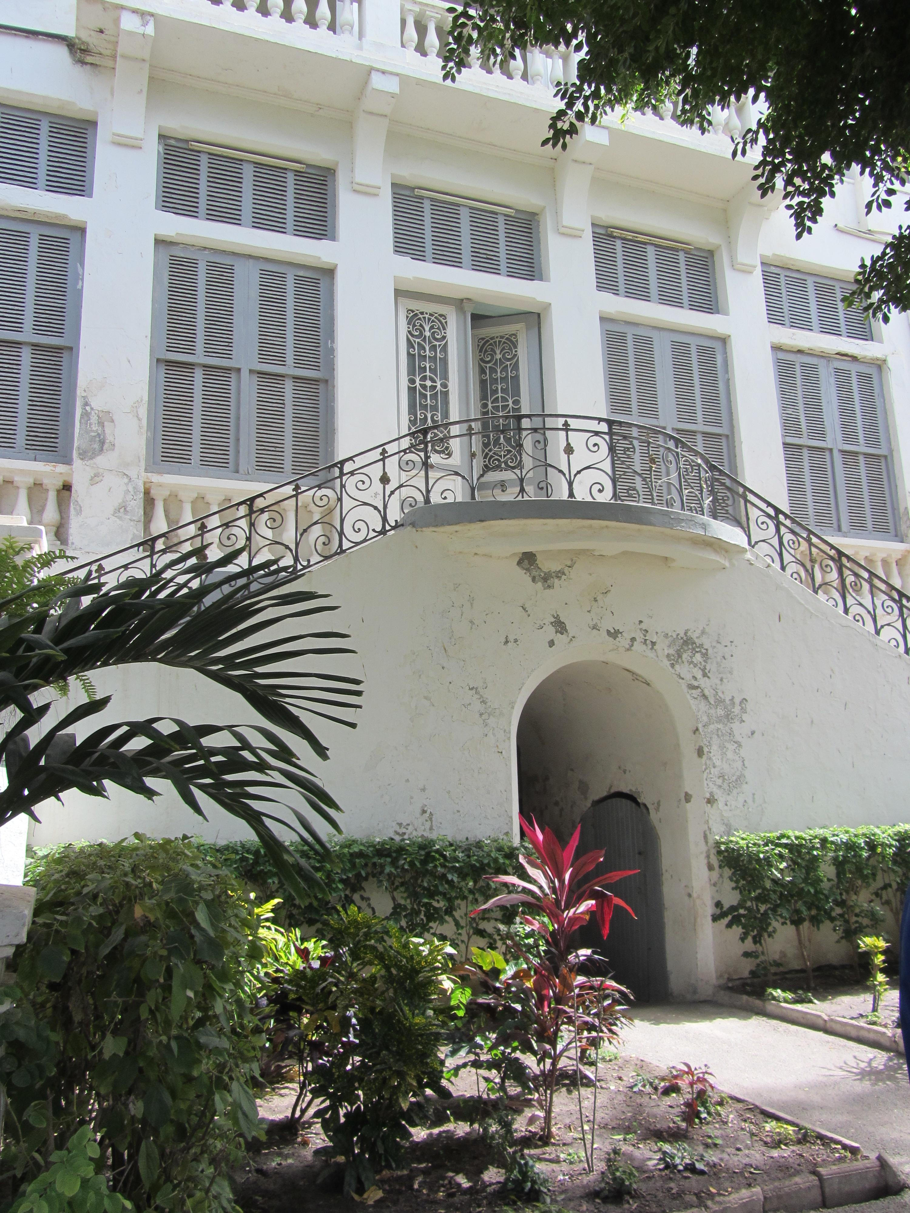 File saint louis palais de la gouvernance escalier for Escalier exterieur original