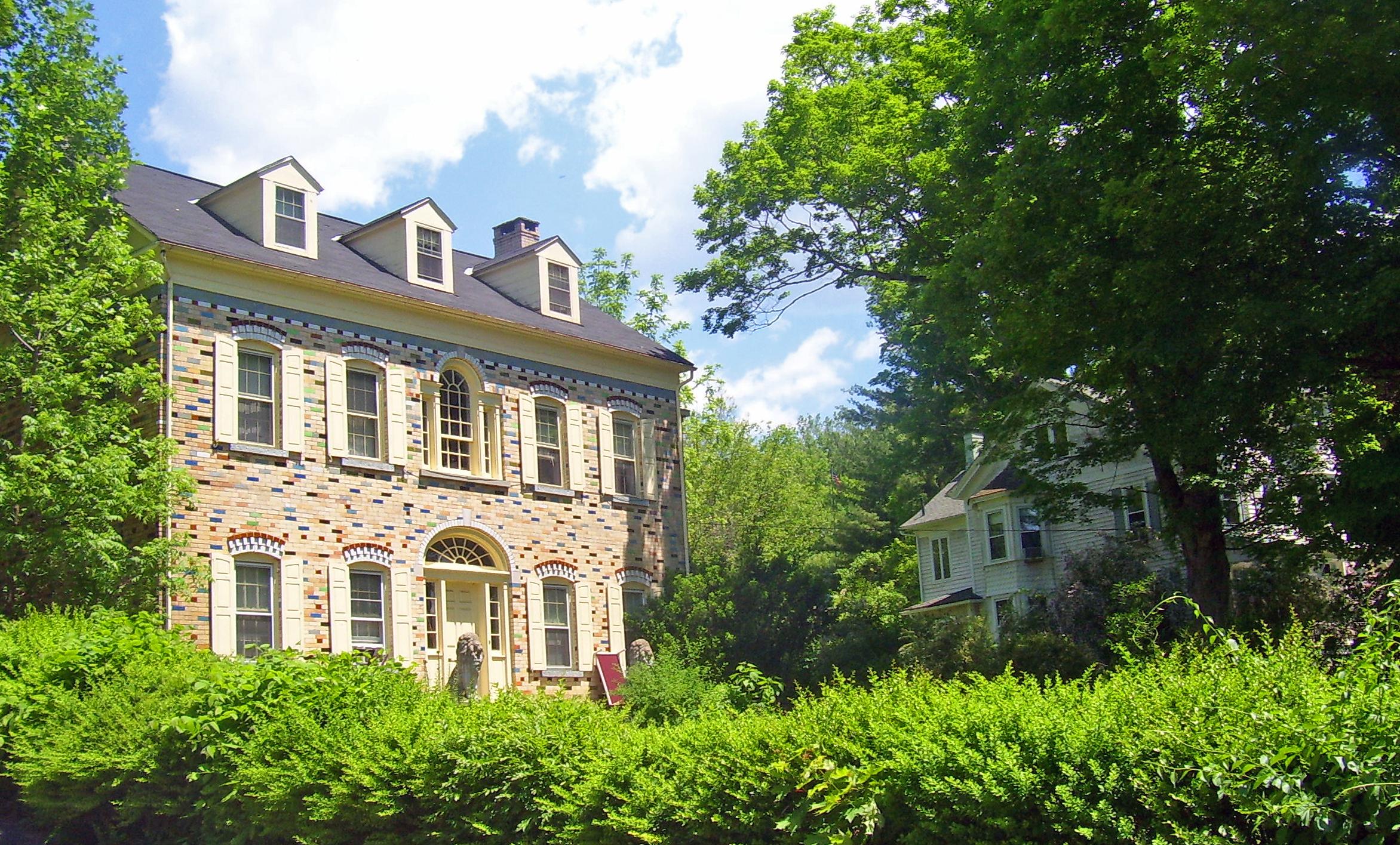 File snyder estate houses rosendale wikimedia for Estate house