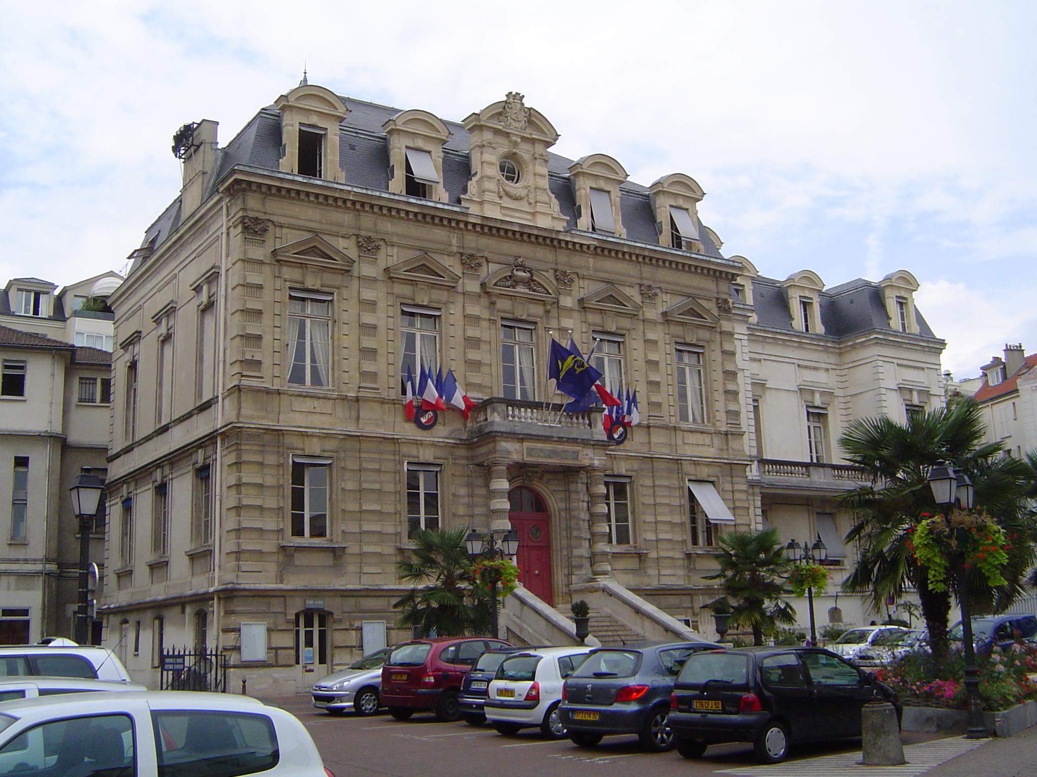 File stcloud l 39 h tel de ville jpg wikimedia commons for La poste porte de saint cloud