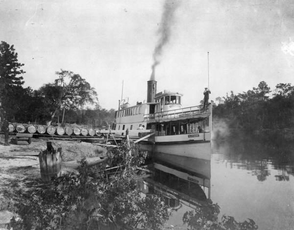 File:Steamboat Hildegarde loading rosin.jpg