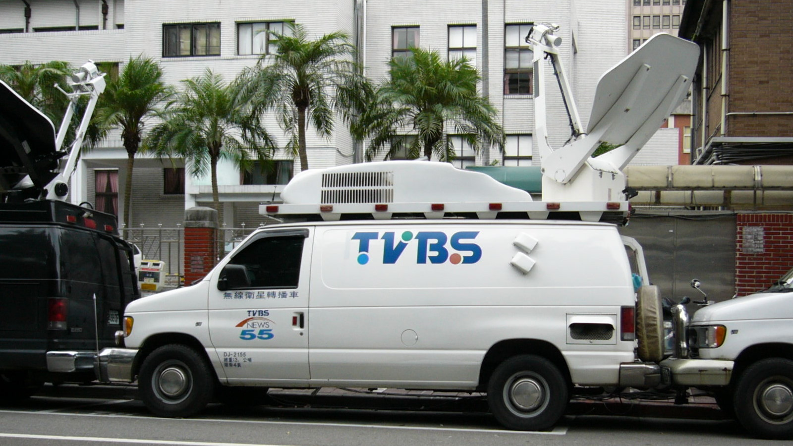 File:TVBS NEWS SNG van DJ-2155 left.jpg - Wikimedia Commons