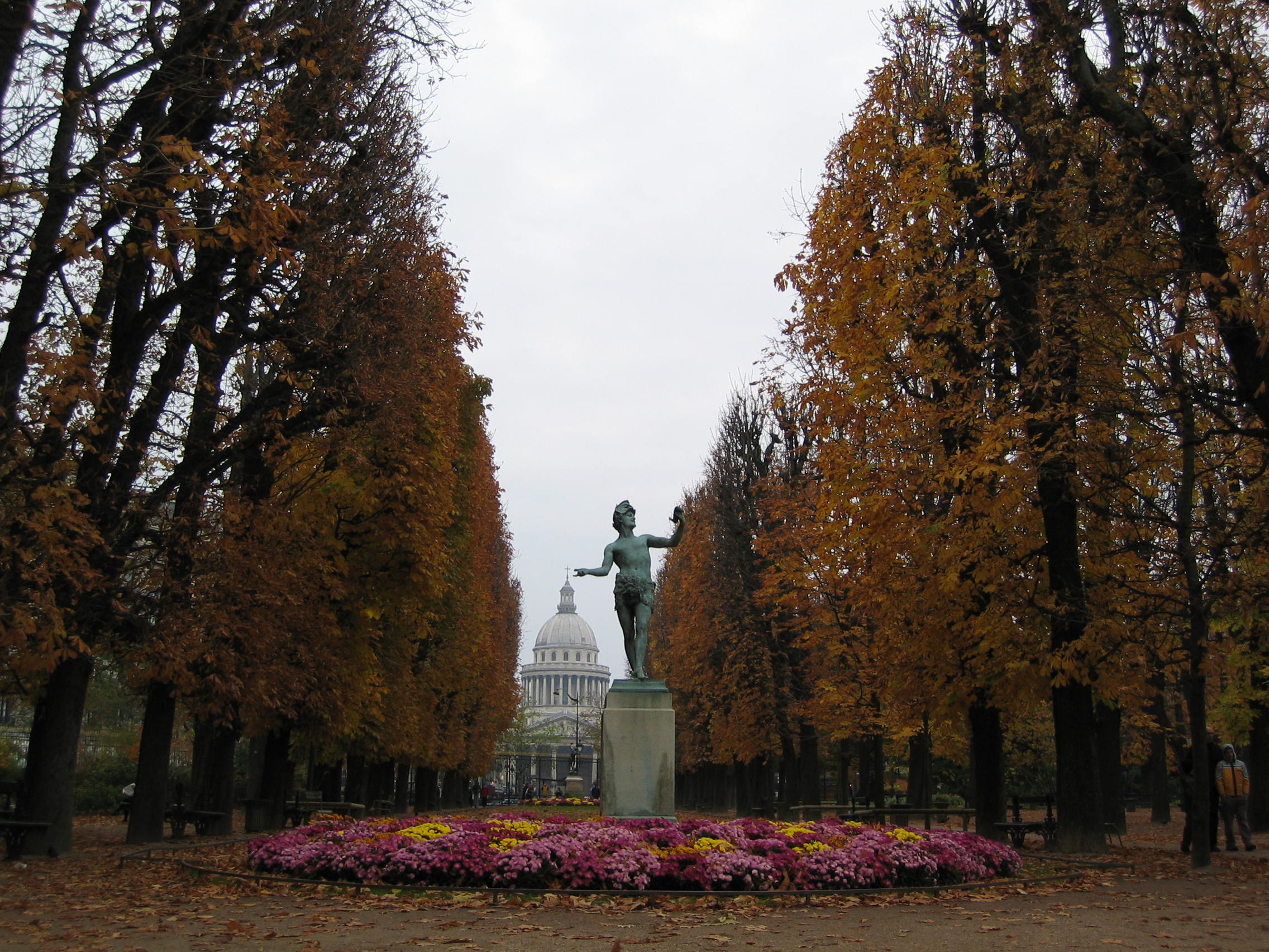 File une all e au jardin du wikimedia commons for Au jardin du luxembourg