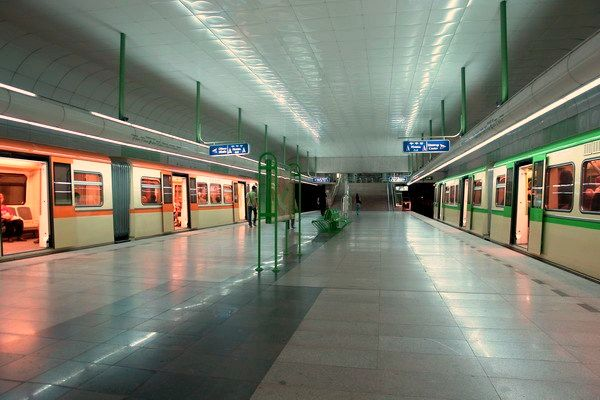 Zapaden Park Metro Station