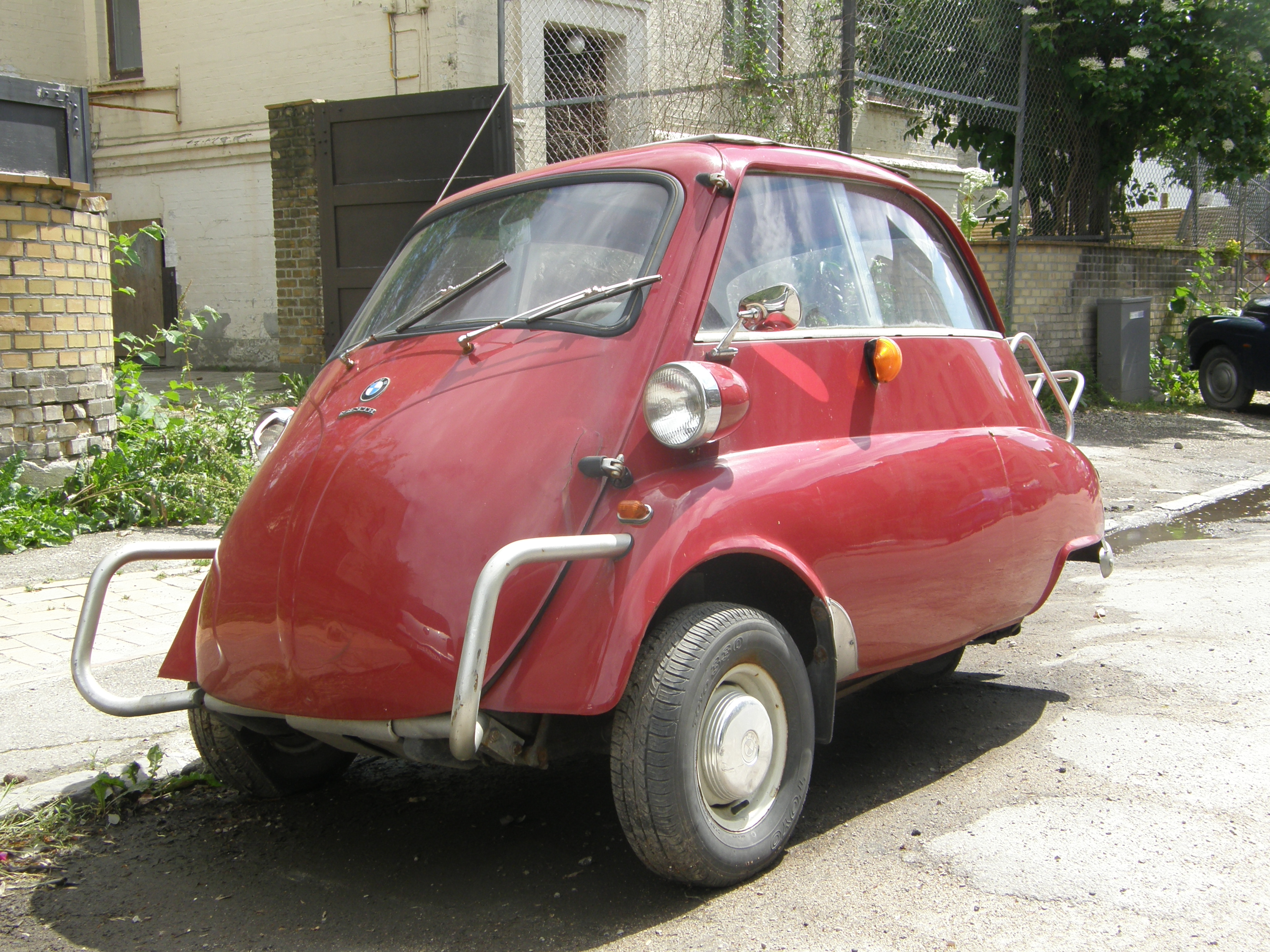 "File ""Riisbil"" Isetta when BMW made the car of the future"