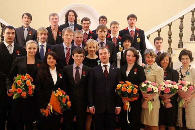 File:Президент РФ с чемпионами и призёрами олимпийских игр 2010 года в Ванкувере.jpeg