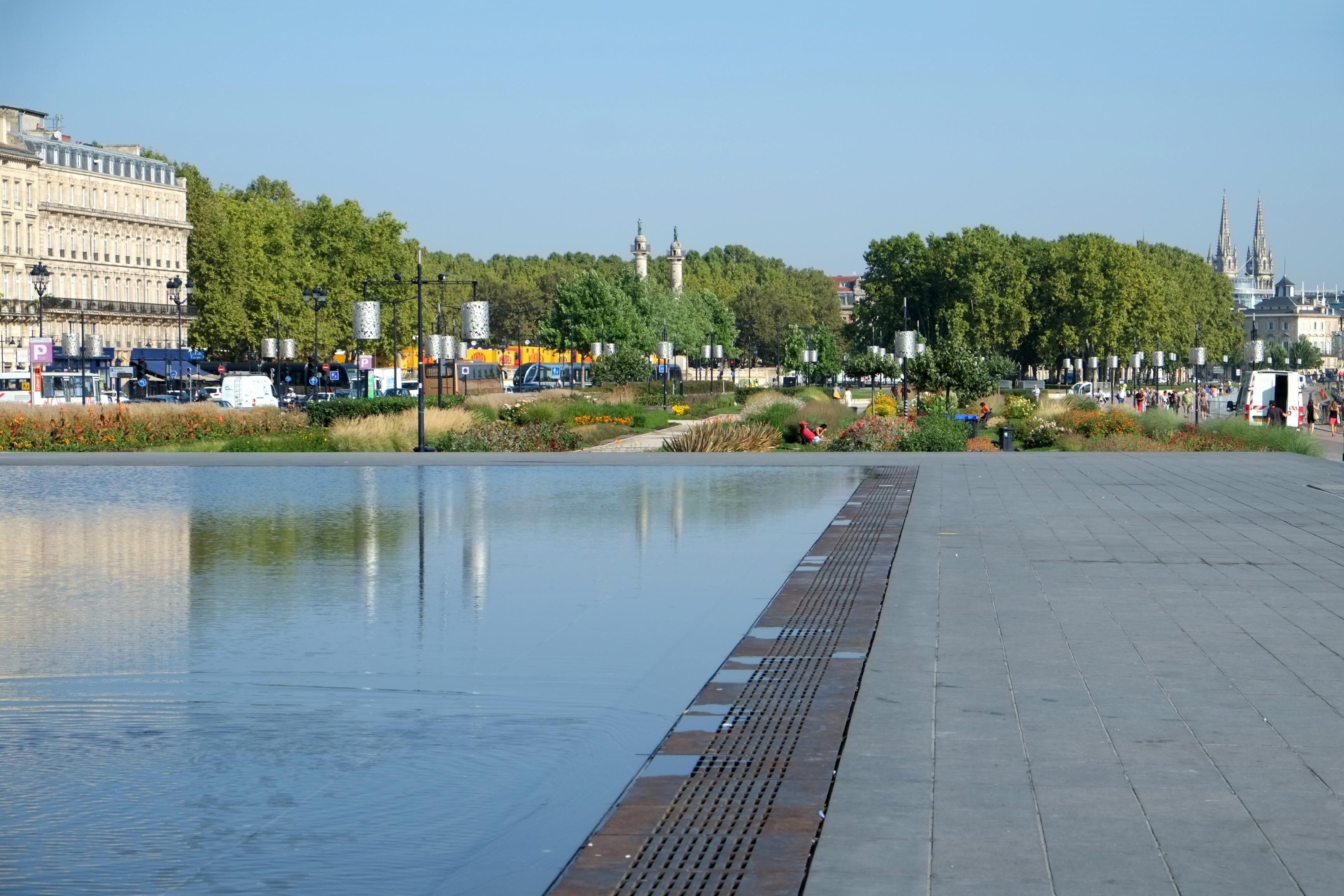 File 146 miroir d 39 eau et jardin des lumi res bordeaux for Miroir jardin