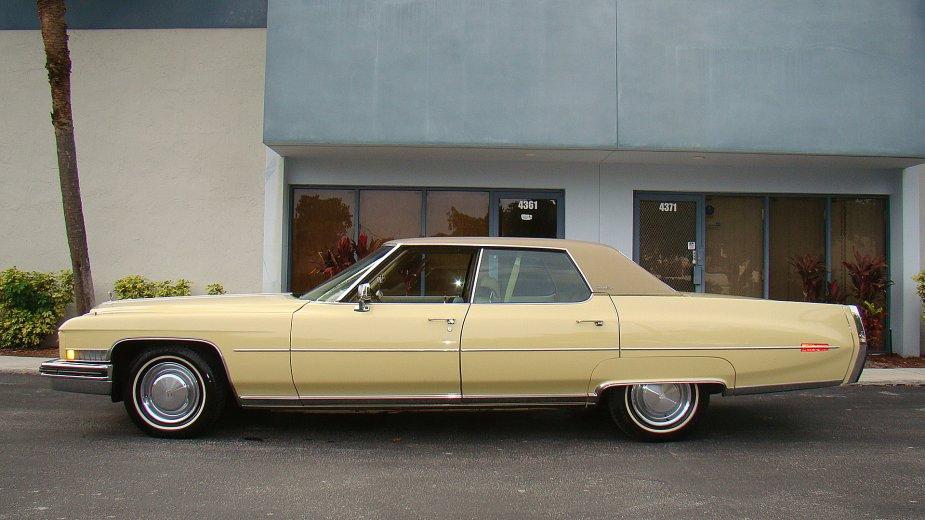 File:1973 Cadillac Sedan Deville left2.jpg - Wikimedia Commons