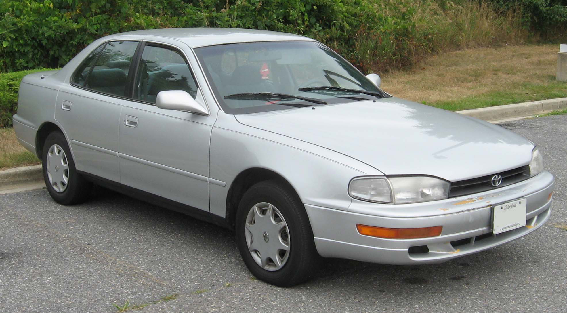 Description 1992-1994 Toyota Camry Sedan.jpg