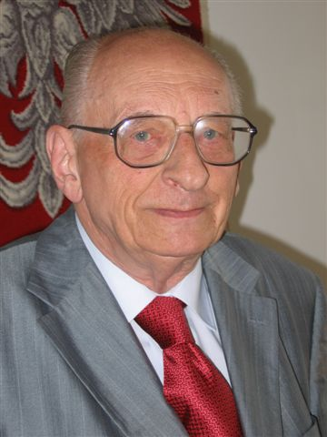 20060825 Wladyslaw Bartoszewski by Kubik.jpg
