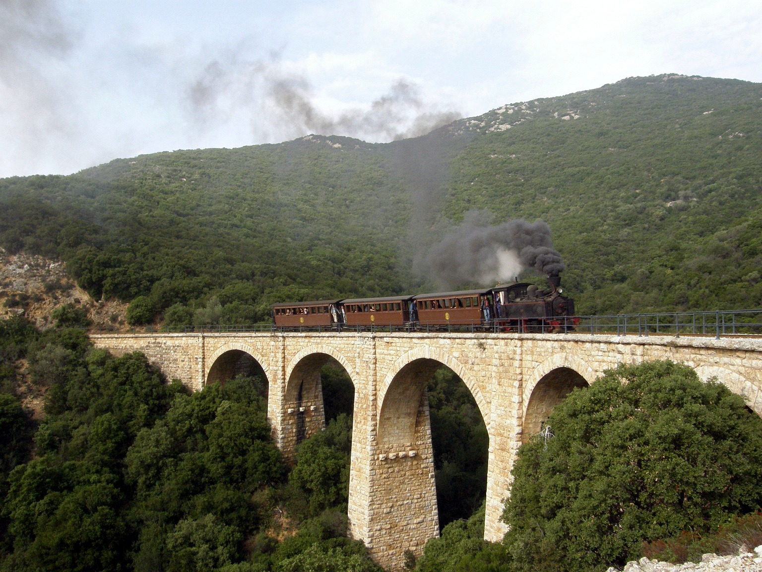 pelion dating A tubize narrow gauge (600 mm) locomotive hauls a charter train from ano lechonia to miliés on the pelion railwaythe pelion railway, dating back to 1892–1903,.