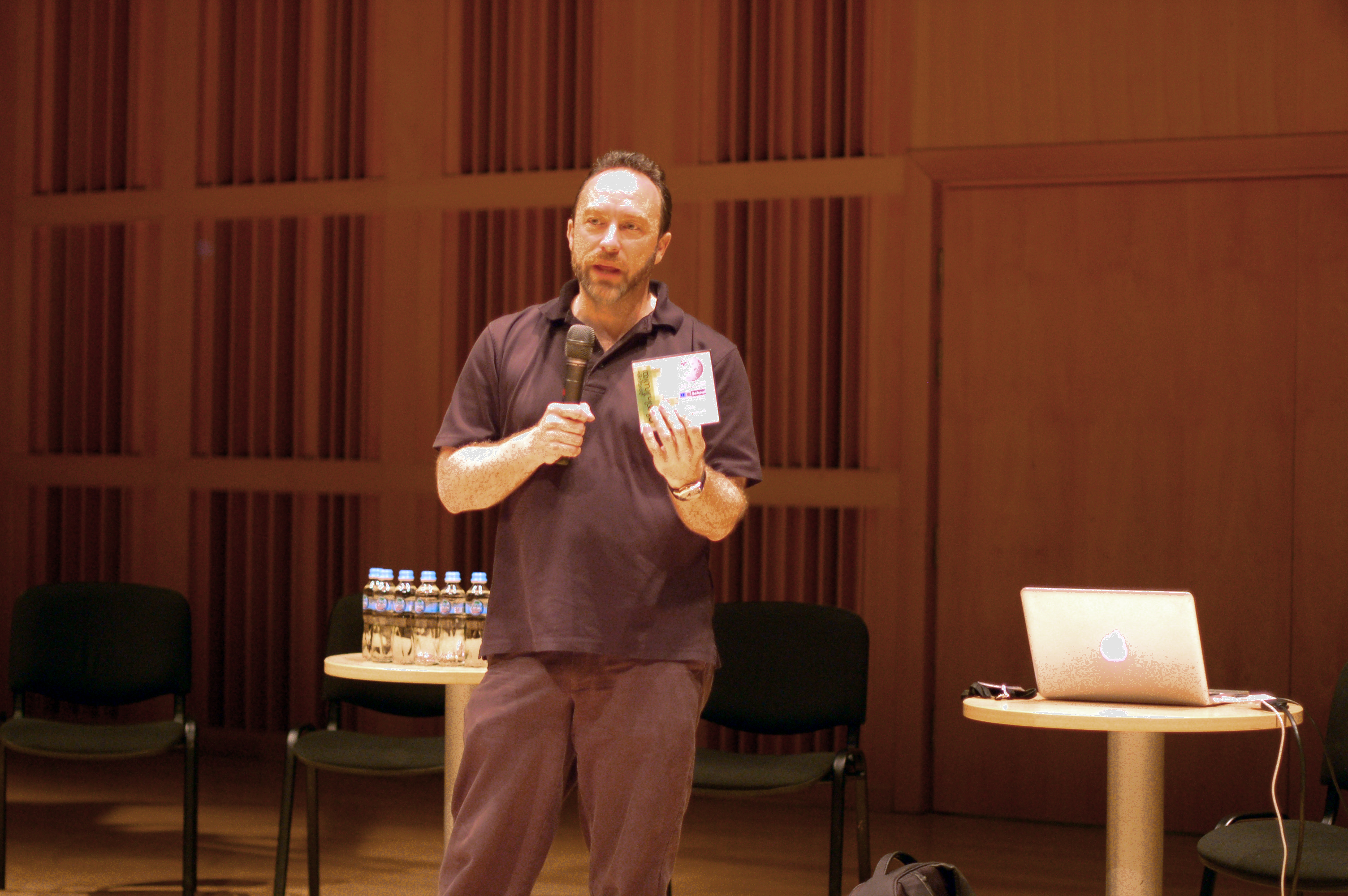 Jimmy Wales with Malayalam wikipedia CD