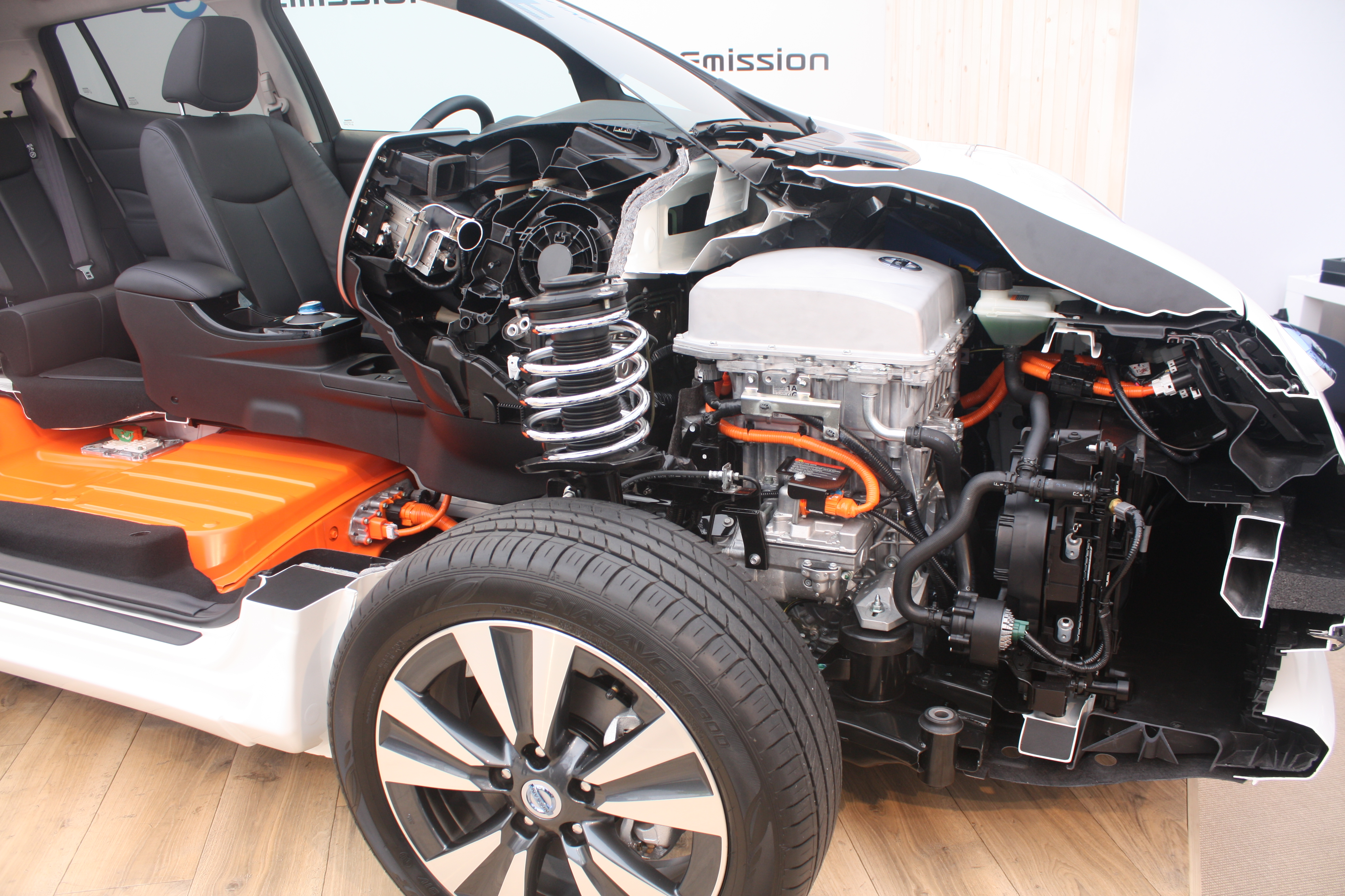 File 2013 Nissan Leaf Cutaway 3 Jpg Wikimedia Commons