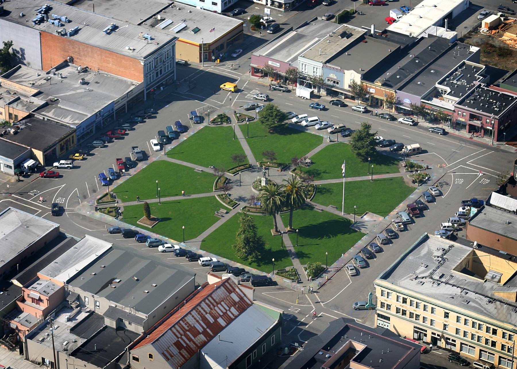 File:Arcata_Plaza on Carson Mansion Eureka California