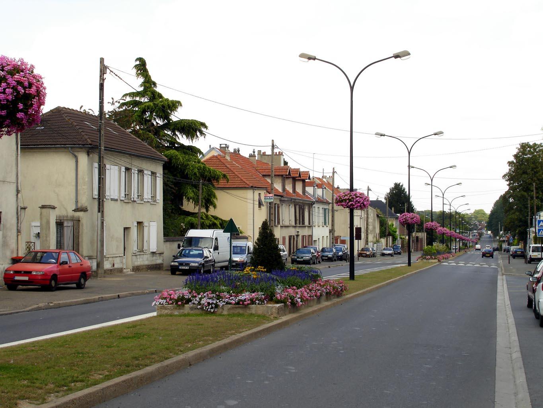 File arnouville les gonesse avenue de la republique 02 for Piscine de garges les gonesse